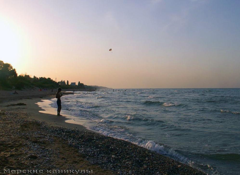 Закат на диком пляже
